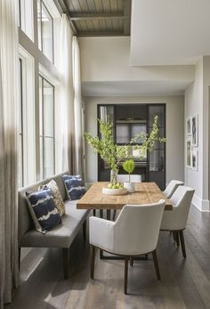 Splendid Home staging tips Learn how to staging a house / home before and after cost for a quick sale on a budget while living in it / an empty house. The post Home staging tips Le . Dining Nook, Dining Room Design, Bench Dining Room Table, Dining Bench With Back, Settee Dining, Dinning Table With Bench, Small Dining Area, Dining Sets, Design Kitchen