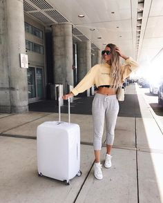 Comfy airport outfit, airport attire, airport fashion, airport look, sporty Bahamas Outfit, Comfy Airport Outfit, Airport Attire, Airport Outfits, Travel Outfit Summer, Summer Outfits, Summer Travel, Summer Airplane Outfit, Comfy Travel Outfit