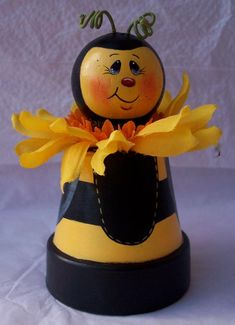 Painted Bee with Sunflower, Painted Bee Decoration, Bumble Bee With Sunflower… Flower Pot Art, Clay Flower Pots, Flower Pot Crafts, Painted Flower Pots, Painted Pots, Clay Pots, Clay Pot Projects, Clay Pot Crafts, Bee Crafts