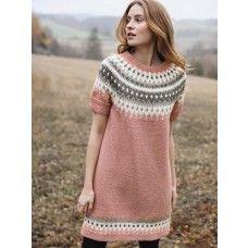 Beautiful short sleeved stranded colorwork yoke tunic from Rauma Garn, knit in Rauma Finull Sweater Knitting Patterns, Knitting Stitches, Knit Patterns, Ropa Free People, Norwegian Knitting, Icelandic Sweaters, Poncho, Fair Isle Knitting, Pulls