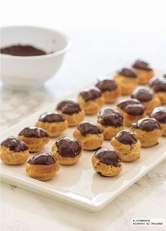 Profiteroles o petit choux de Nutella y chocolate. Receta