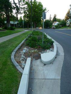 Spokane WA EUA Captação de águas pluviais das ruas naturalmente no solo.