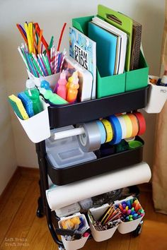 Mini Maker Space Cart for Kids 2019 Use this helpful checklist to create a Mini Maker Space Cart for Kids filled with STEM & STEAM projects like circuits art and tinkering. The post Mini Maker Space Cart for Kids 2019 appeared first on Paper ideas. Craft Organization, Craft Storage, Classroom Organization, Kids Art Storage, Organizing Art Supplies, Organization Ideas, Craft Supplies, Office Supplies, Organizing Life