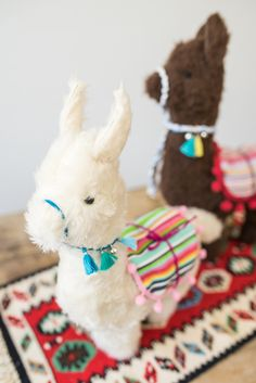 DIY – Geschenke: Alpaka Kuscheltier nähen Instructions for a self-made DIY alpaca cuddly toy as a gift for children or your best friend for Christmas Diy Gifts Paper, Diy Food Gifts, Diy Projects Cans, Sewing Projects, Homemade Stuffed Animals, Alpaca Stuffed Animal, Alpaca Animal, Sock Animals, Sewing Toys