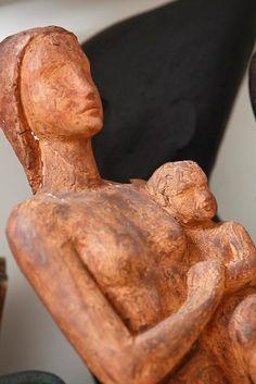 Sculture artistiche realizzate con l'argilla refrattaria - Donatella Fogante. Sculpture Ideas, Terracotta, Clay, Statue, Clays, Terra Cotta, Sculptures, Modeling Dough, Sculpture