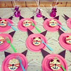 My daughter's cat-themed birthday party. Cat cupcakes on kitty plates. Cat Birthday, It's Your Birthday, Birthday Parties, Aristocats Cast, Cat Cupcakes, Cats And Kittens, Kitty, Crafts, Plates