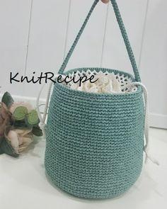 민트 버킷백 / 안다리아가방 / 니트레시피 : 네이버 블로그 Crochet Tote, Crochet Handbags, Crochet Purses, Creative Bag, Crochet Shoulder Bags, Tote Bags Handmade, Purse Handles, Macrame Bag, Boho Bags