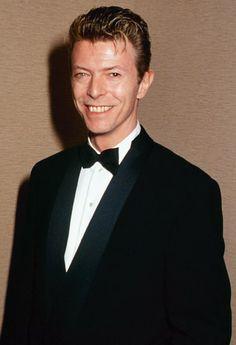 http://whypost.blogspot.it/: Morto David Bowie: Madonna, Kanye West e altre cel...