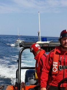 A petición de Salvamento Marítimo, activada la base de Cruz Roja del Mar en Ondarroa (Asamblea Lea Artibai); un barco sin motor. Lo remolcan hasta Deba.
