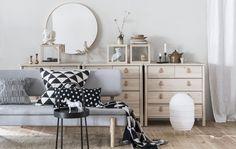 Puedes utilizar BURVIK como mesa auxiliar, o como elemento decorativo. ¡En ambos casos será un acierto! (€29,99) Ikea Storage, Room Inspiration, Office Desk, Vanity, Living Room, Interior Design, Berta, Alba, Ikea Hacks
