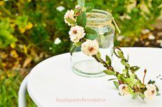 ♥¸.•*Ƹ̵̡Ӝ̵̨̄Ʒ*•.¸♥Dainty Headpiece♥¸.•*Ƹ̵̡Ӝ̵̨̄Ʒ*•.¸♥    ♥ This romantic floral crown features delicate cream with peach pom pom roses, green