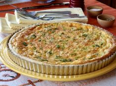 Looking for a flavourful and easy to prepare salad that works as a starter or as a main? Try our CUCUMBER, AVOCADO & FETA SALAD - something fabulous awaits! Broccoli Quiche, Quiche Dish, Frittata, Quiche Lorraine Recipe, Lorraine Recipes, Apricot Cobbler, Tart Recipes, Quiche Recipes, Baking Recipes
