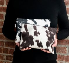 image 0 Cowhide Fabric, Cowhide Purse, Cowhide Leather, Leather Clutch Bags, Clutch Purse, Leather Totes, Minimalist Bag, Fur Bag, Making Ideas
