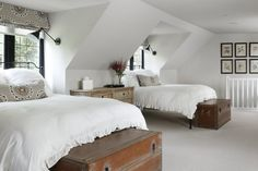 The area where this wonderful Tudor home is located is called Charmwood and the design is in line. The interiors reveal a wonderful mix of ancient ✌Pufikhomes - source of home inspiration Home Bedroom, Bedroom Decor, Bedrooms, How To Dress A Bed, Tudor Style Homes, Shelves In Bedroom, Loft Room, Tudor House, Bedroom Layouts