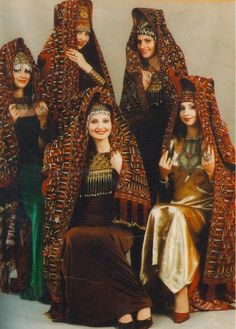 Traditional Clothing of Turkmenistan - Folkloreschmuck Ethnic Fashion, Muslim Fashion, Folk Costume, Central Asia, World Cultures, Historical Clothing, People Around The World, Afghanistan, Traditional Dresses
