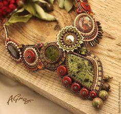Купить Колье Рябинка (змеевик, кристаллы Сваровски) - оливковый, колье с камнями, колье ручной работы