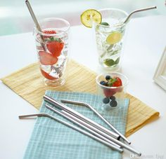 Forget all about plastic straws that add to pollution! Shop for modern stainless steel, eco-friendly drinking straws - a 6 piece set in a black velvet bag. We have molded these straws to make these completely safe from rust and scratches. Cocktail Juice, Metal Straws, Stainless Steel Straws, Plastic Waste, Refreshing Drinks, Brush Cleaner, Food Grade, Drinking, Cleaning