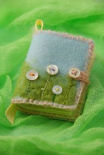 needle book. love the button flowers and the way you use them to fasten it.