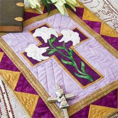 Easter Wall Hanging Quilt Pattern Designed and Machine Quilted by… Hanging Quilts, Quilted Wall Hangings, Cross Patterns, Quilt Patterns Free, Block Patterns, Applique Patterns, Quilting Projects, Quilting Designs, Sewing Projects