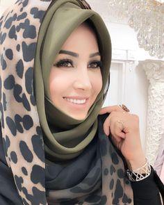 We& like the rain of Nisaurtan . Healing a friend to the mouth of the snake poison . We& like the rain of Nisataln . Healing the Poison To the mouth of the serpent … # sunayurtalan Turban Hijab, Hijab Niqab, Mode Hijab, Hijab Outfit, Scarf Outfits, Hijab Dress, Arab Girls Hijab, Girl Hijab, Muslim Girls