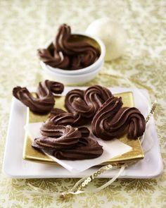 Unser beliebtes Rezept für Schokoladenspritzgebäck und mehr als 55.000 weitere kostenlose Rezepte auf LECKER.de.