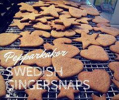 Pepparkakor are thin and crispy Swedish gingersnaps. These cookies are traditionally eaten in December in Sweden with a cup of coffee or some glögg. Swedish Recipes, Swedish Ginger Snaps Recipe, Swedish Ginger Cookies Recipe, Swedish Foods, Scandinavian Recipes, Norwegian Recipes, Swedish Cookies, Cherry Ice Cream, Cookies
