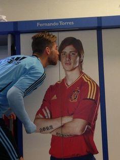 Sergio Ramos smoochies Torres