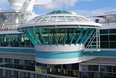 Ahhhh! I want to go on a cruise so bad! Soaking in a hot tub over the ocean... Paradise! Cantileaver hot tub on Independence of the Seas - #cruise