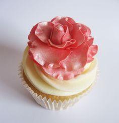 Pink Rose Cupcake Elegant Cupcakes, Floral Cupcakes, Sweet Cupcakes, Mini Cakes, Cupcake Cakes, Rose Cupcake, Old Mother Hubbard, Couture Cakes, Cupcake Heaven