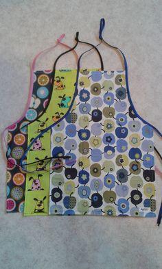 Freebook (kostenloses Schnittmuster - free pattern) für eine Kinderschürze / Kochschürze. Es ist auch eine Bauchtasche mit dabei :-) Alter: ab 2 Jahre