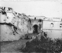 Antonio Cavilla Photographer: Una de las entradas de Tánger. Puerta de Bab-El-Marshan.