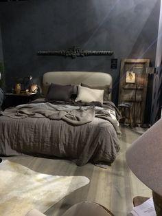 Warme, donkere slaapkamer