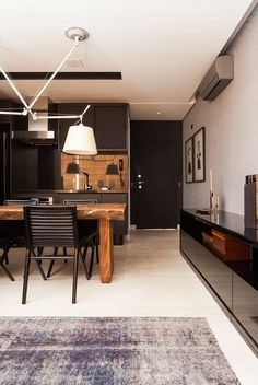 A mix of nrutrals. Tan table and back splash. Cream floors, walls and lamp shades. House Design, Apartment Design, Home, Interior Architecture Design, Beautiful Interiors, Decor Interior Design, House Interior, Living Decor, Home And Living
