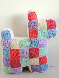 Patchwork Scottie  More loveliness from the amazing Casey fromplus3crochet. Casey crocheted 84 little Nana Squares to make this little guy. TheNana Squares pattern can be foundhereon Ravelry.