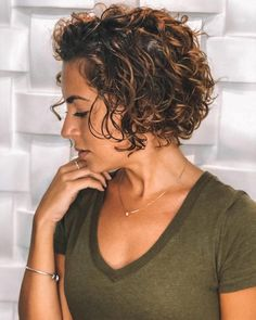 Short Curly Hairstyles For Women, Haircuts For Curly Hair, Curly Hair Cuts, Curly Hair Styles, Curly Short Bobs, Gray Hairstyles, 1940s Hairstyles, Hairstyles Videos, Short Curly Styles