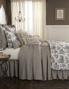 35 Great French Country Farmhouse Design Ideas Match For Any House Model - Home Professional Decoration French Country Bedding, French Country Bedrooms, French Country Farmhouse, French Country Decorating, Farmhouse Design, Country Kitchen, French Bedding, French Country Bathroom Ideas, Country Bedding Sets