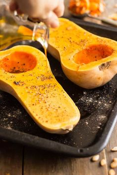 Sprinkle squash evenly with salt and pepper. As you might expect the shape of this popular winter squash resembles an enormous acorn. Vegetable Side Dishes, Vegetable Recipes, Vegetarian Recipes, Cooking Recipes, Healthy Recipes, Veggie Meals, Side Recipes, Healthy Meals, Healthy Eating