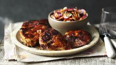 This healthy recipe proves that fried chicken and coleslaw doesn't have to be full of fat.This meal provides 273 kcal per portion.