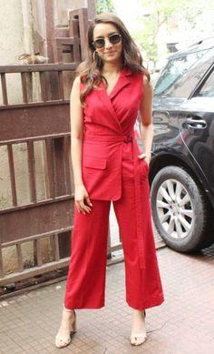 Indian Bollywood Actress, Beautiful Bollywood Actress, Beautiful Indian Actress, Bollywood Outfits, Bollywood Fashion, Stylish Dresses, Stylish Outfits, Shraddha Kapoor Cute, Fashion Illustration Dresses