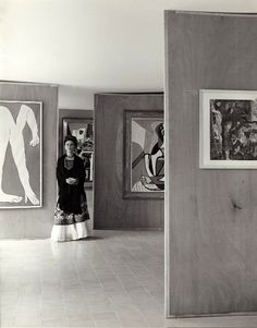 Frida Kahlo at the Museum of Modern Art in Mexico City, 1940s. By Manuel Álvarez Bravo ""