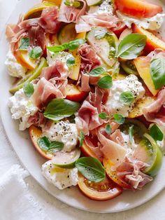 Summer Dishes, Summer Salads, Big Salads, Fresco, Burrata Salad, Burrata Cheese, Tomato Salad, Salad Recipes, Healthy Recipes