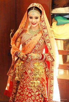 Sabyasachi, highly sought after designer in Kolkatta, India | Aamna-Sharif-in-Sabyasachi