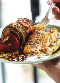 Zalm met courgette, aubergine en tomaat | Pure Keuken. Volop genieten en toch slank. by Steve Emons - issuu