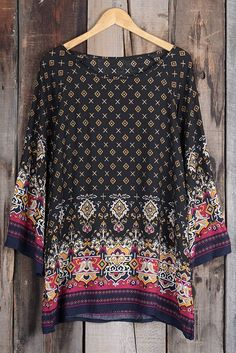 $18.99 with free shipping&easy return! Cozy with this baroque printed top! It is detailed with flare sleeve&high low hem! Enjoy this comfy feel all day long!