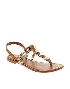 Flat sandals with metallic embellishments - www.wearelse.com - #fashion #accessories
