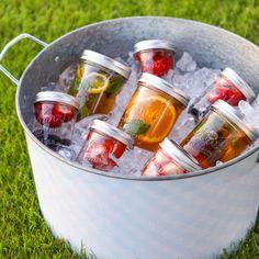 フルーツやハーブを組み合わせれば、こんなにバリエーション豊富。ガーデンパーティーやピクニックにも最適です!