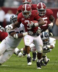 Trent Richardson Photos - Running back Trent Richardson of the Alabama Crimson Tide runs with the ball during the game against the Georgia Southern Eagles at Bryant-Denny Stadium on November 2011 in Tuscaloosa, Alabama. - Georgia Southern v Alabama Ncaa College Football, Alabama Football, Crimson Tide Football, Alabama Crimson Tide, Georgia Southern Eagles, Football Wallpaper, Arizona Cardinals, Roll Tide, Oakland Raiders