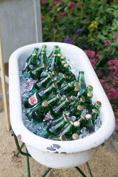 Wedding reception drink holder that is vintage and masculine Old Bathtub, Bathtub Decor, Bathtub Ideas, Quilted Christmas Gifts, Baby Tub, Ways To Recycle, Drink Holder, Wedding Rentals, Baby Decor