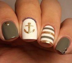 Gold- und Taupe-Seenägel mit Anker ⚓️ - nails - Make Up Nautical Nail Designs, Beach Nail Designs, Nautical Nails, Green Nail Designs, Nail Art Designs, Anchor Nail Designs, Chevron Nails, Shellac Nail Designs, Shellac Nails
