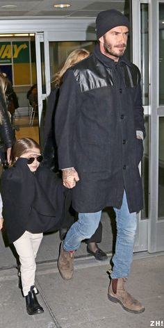 February 13rd - NY - David and kids at JFK airport - jfk feb13 22 - ZIGAZIG HA! Gallery